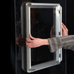 Prozorski-aluminijumski-klik-klak-poster-ram-slika-lepljenja