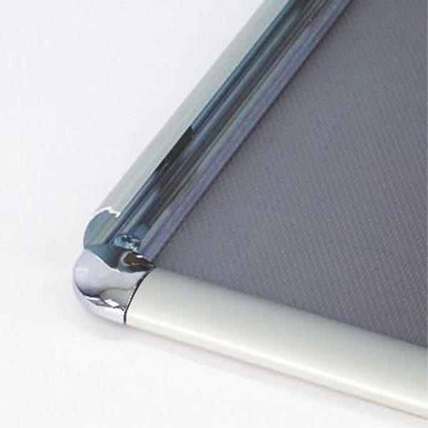 Sistem-otvaranja-aluminijumskog-klik-klak-poster-rama-25mm-sa-sjajnim-uglovima