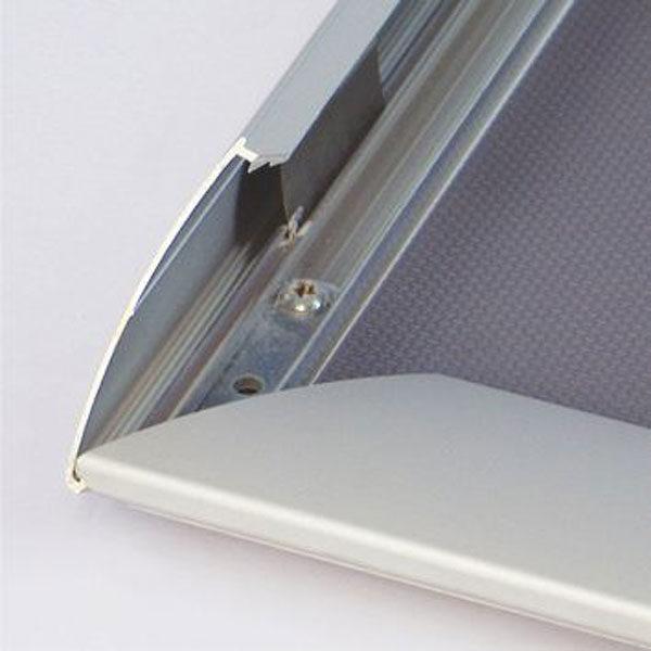 Sistem-otvaranja-aluminijumskog-klik-klak-poster-rama-od-profila-44mm