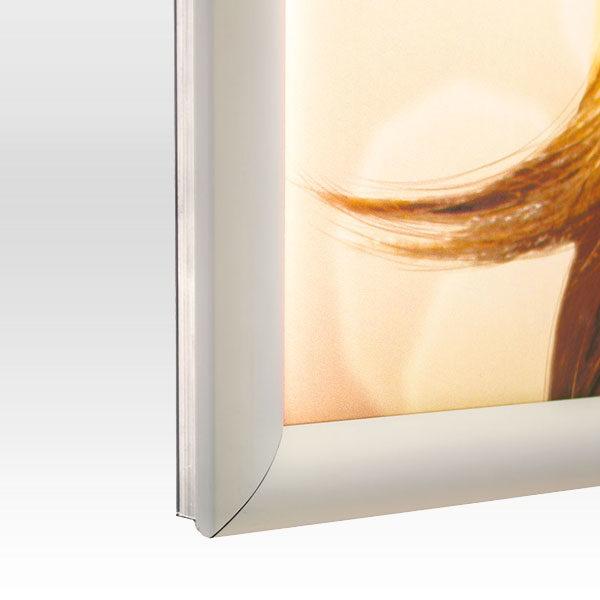 Ultra-tanki-LED-svetleci-klik-ramovi-slika-profila