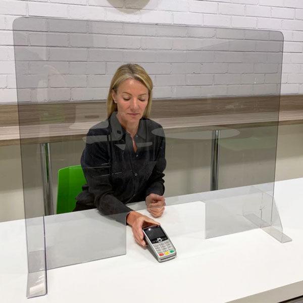 Zastitna pregrada od plekisglasa sa mogucnoscu fiksrianja za podlogu slika iz prostora