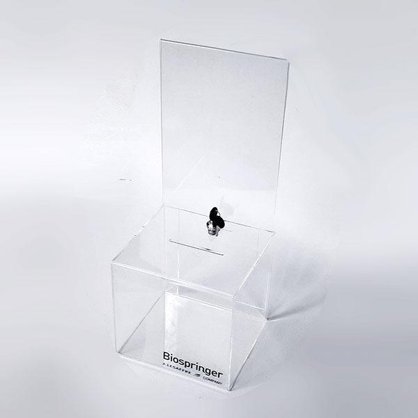 Kliritna kutije za donacije sa zaglavljem za obaveštenja