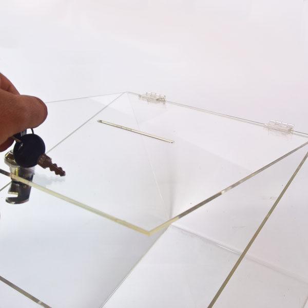 Kliritna kutija sa sarkom i bravicom